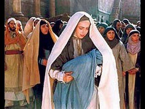 Hz İsa bebekken Allah Teala'yı nasıl övdü? Yüce Allah onun lisanını açtığında ilk (önce); Allah'ı öyle bir övdü ki kulaklar bu övgünün bir benzerini (daha önce hiç) duymamış; güneşi, ayı, dağları, nehirleri ve pınarları bırakmamış, övgüsünde (bunların hepsinden) bahsetmişti. Şöyle demişti: