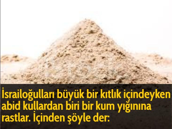 İsrailoğulları büyük bir kıtlık içindeyken abid kullardan biri bir kum yığınına rastlar. İçinden şöyle der: